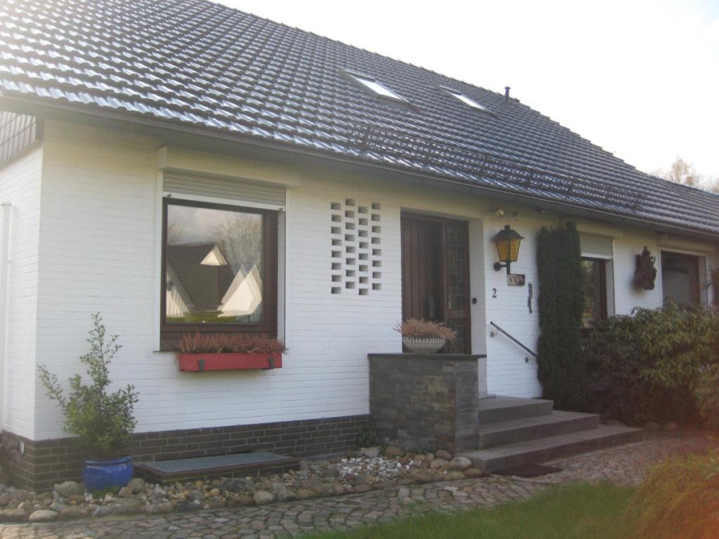 Gepflegtes Einfamilienhaus in  verkehrsgünstiger, grüner Lage!