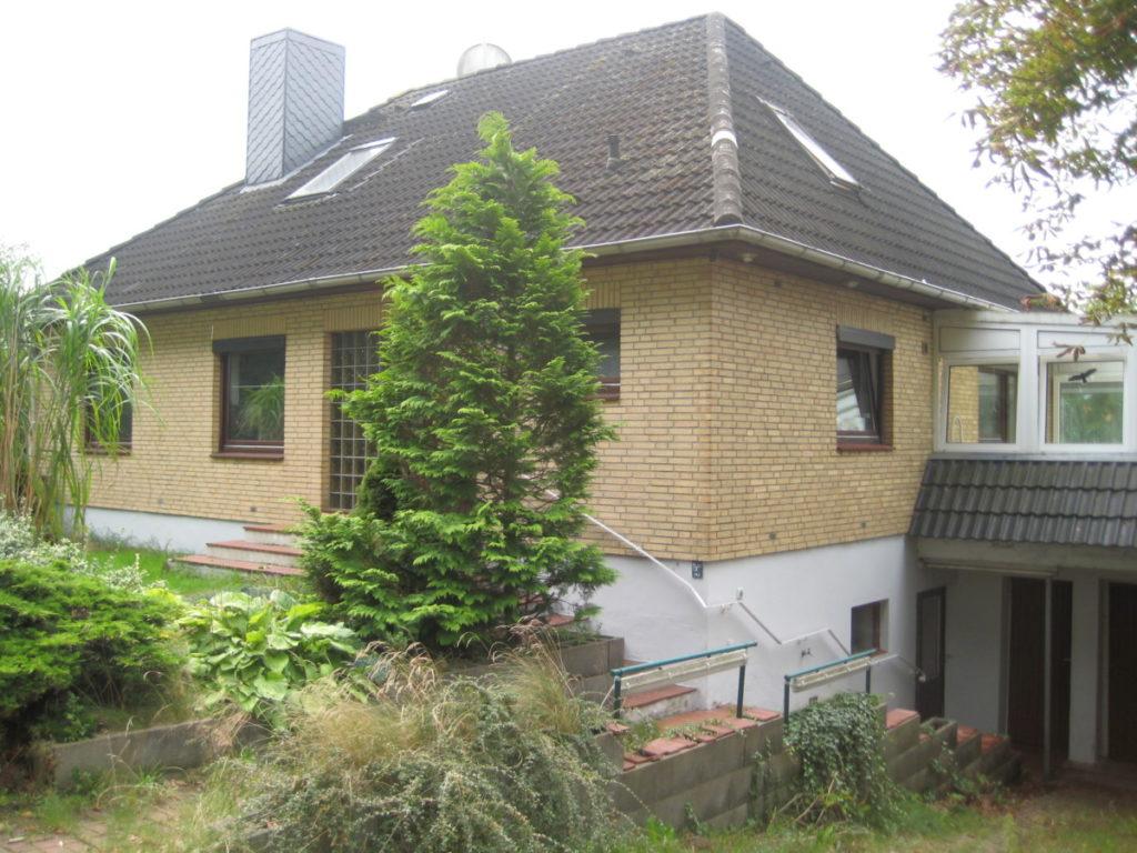 Hier können Sie Ihre Ideen verwirklichen!  Großzügiges Einfamilienhaus mit Einliegerwohnung und riesigem Garten