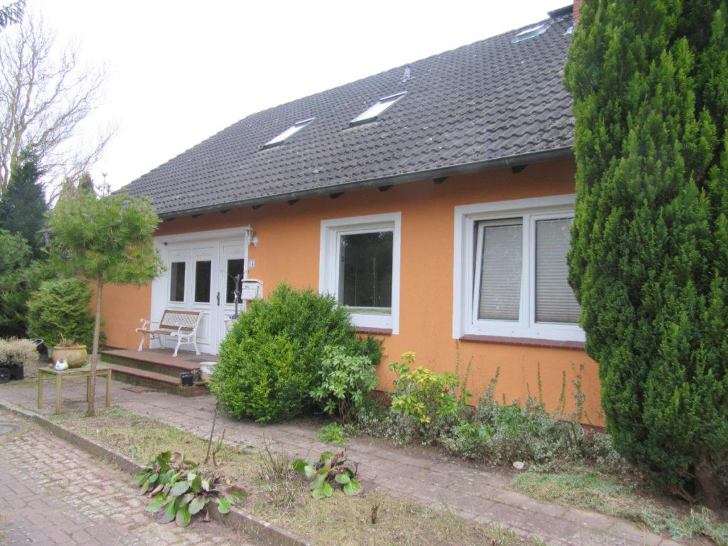 Großzügiges Wohnhaus (auch als 2-Familienhaus)  mit viel Potential und ca. 1.800 m² Grundstück!