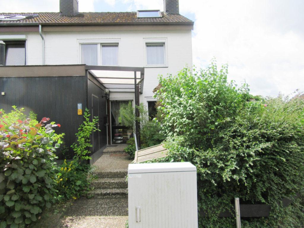 Schönes, geräumiges Endreihenhaus  mit Balkon und Garage in sonniger Lage