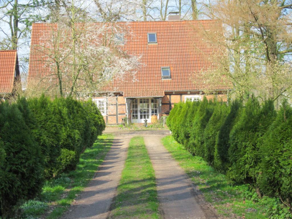 Idyllischer Resthof mit Wohnhaus,  Ferienhaus, Offenstall und Reitplatz in Alleinlage