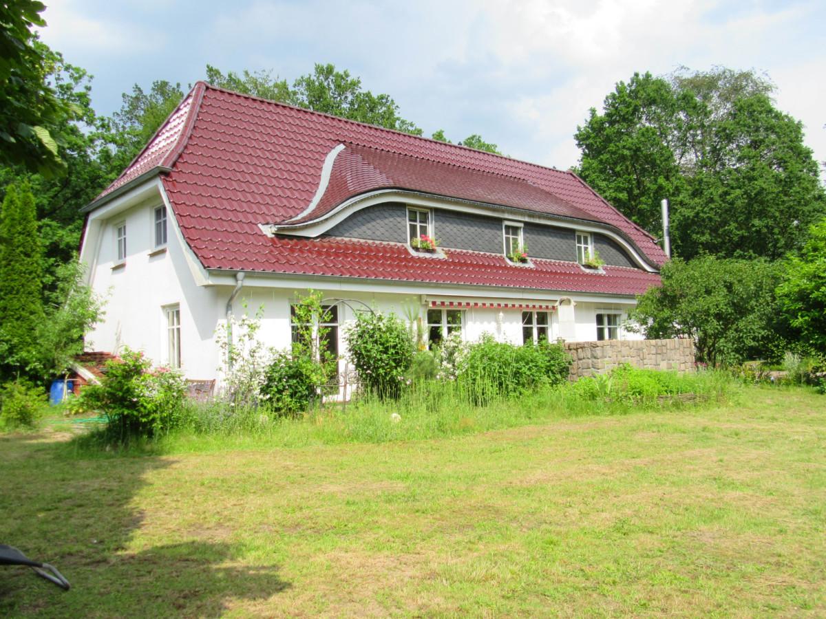 Attraktives Landhaus mit Einliegerwohnung auf parkähnlichem Grundstück, ideal für Tierhaltung!